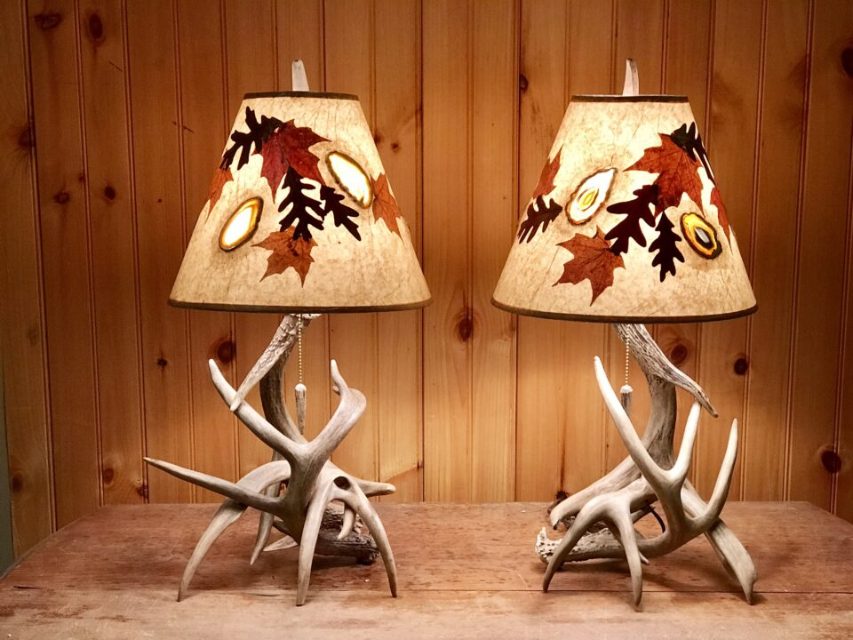 Whitetail table lamp 12""
